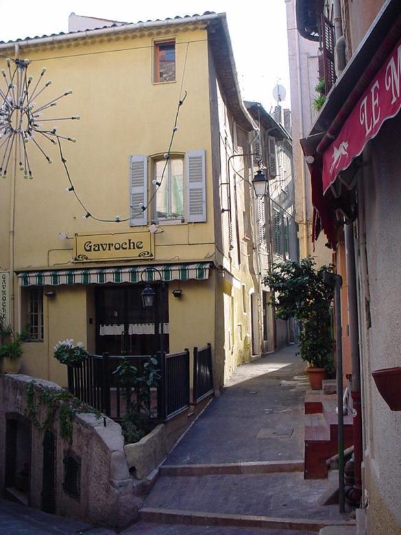 CannesNarrowStreet